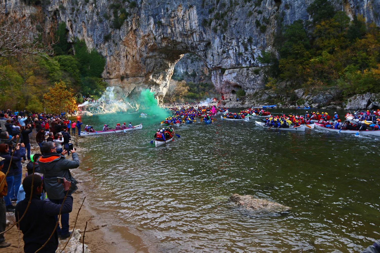 Le Marathon, cest une compétition internationale où se mêlent canoës, kayaks, craft et paddles