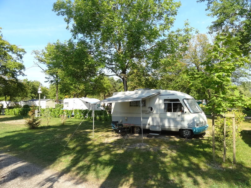 Emplacement camping car - Camping Saint-Disdille