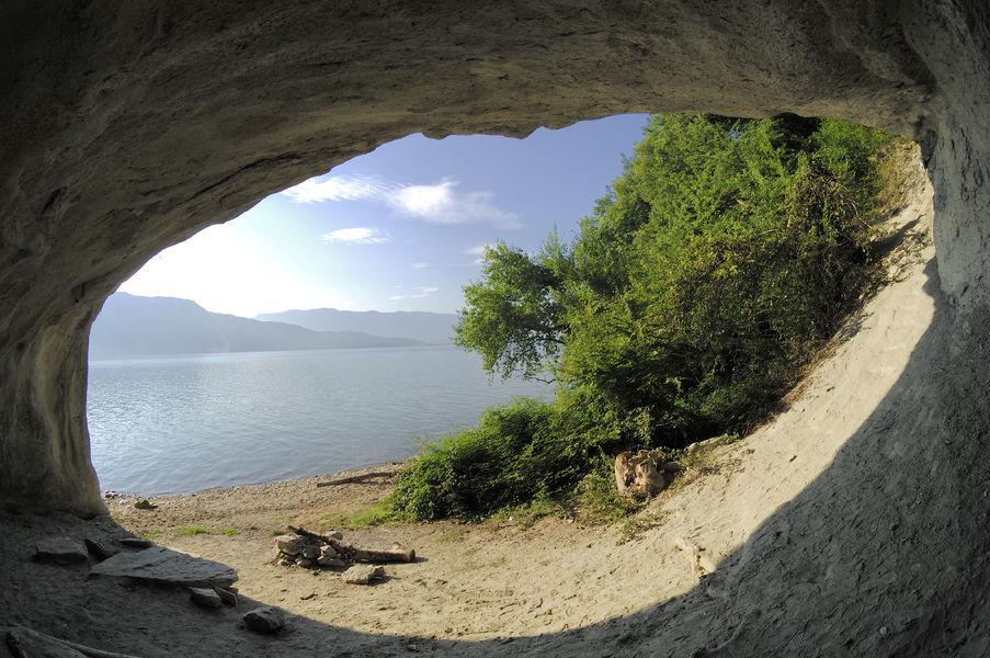 Grotte-Lamartine-lac-du-Bourget