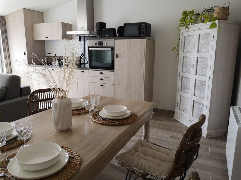 Table et coin cuisine