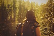 hiker-846094_1920