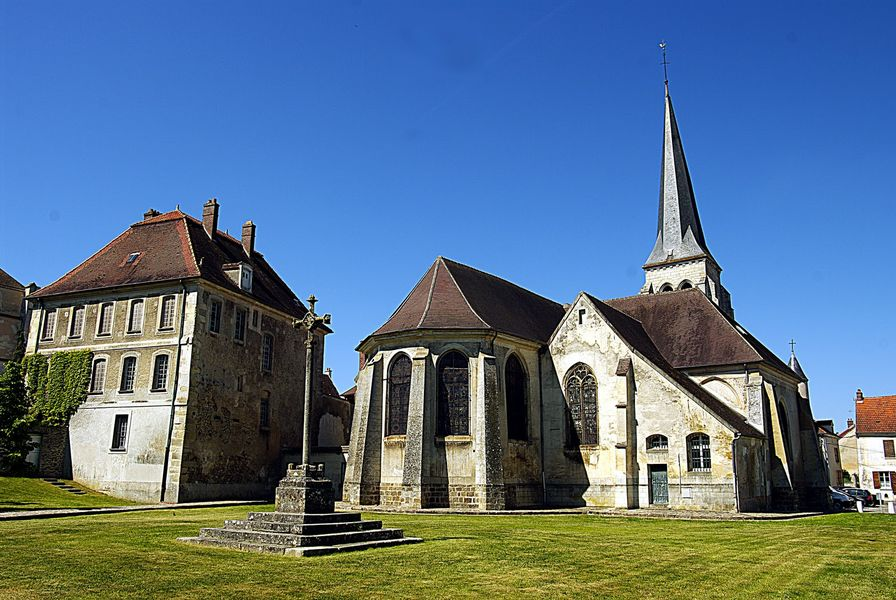 Vue extérieure du dos de l'Eglise