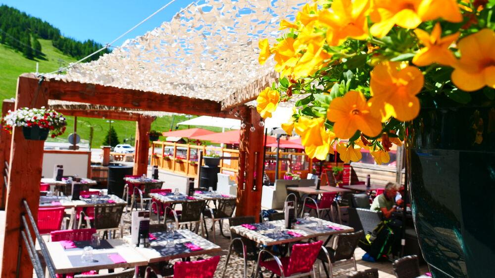 Restaurant Le Refuge - Terrasse - Office de Tourisme de Montgenèvre