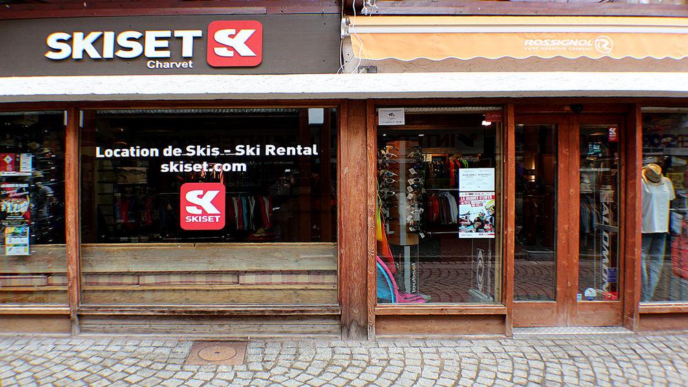 Skiset Charvet