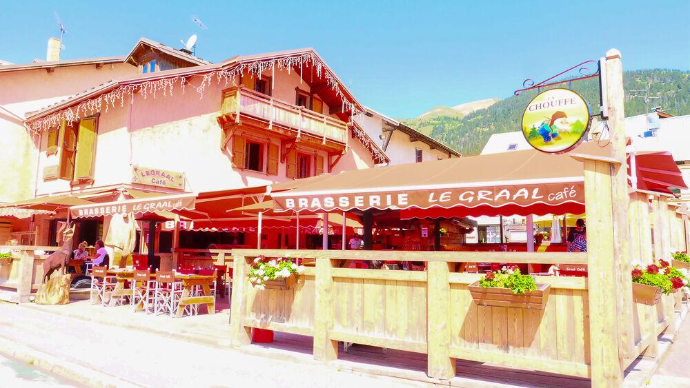 Le Graal Café - Vue extérieur - Office de Tourisme de Montgenèvre