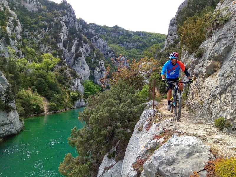 Tour du Lac d' Esparron