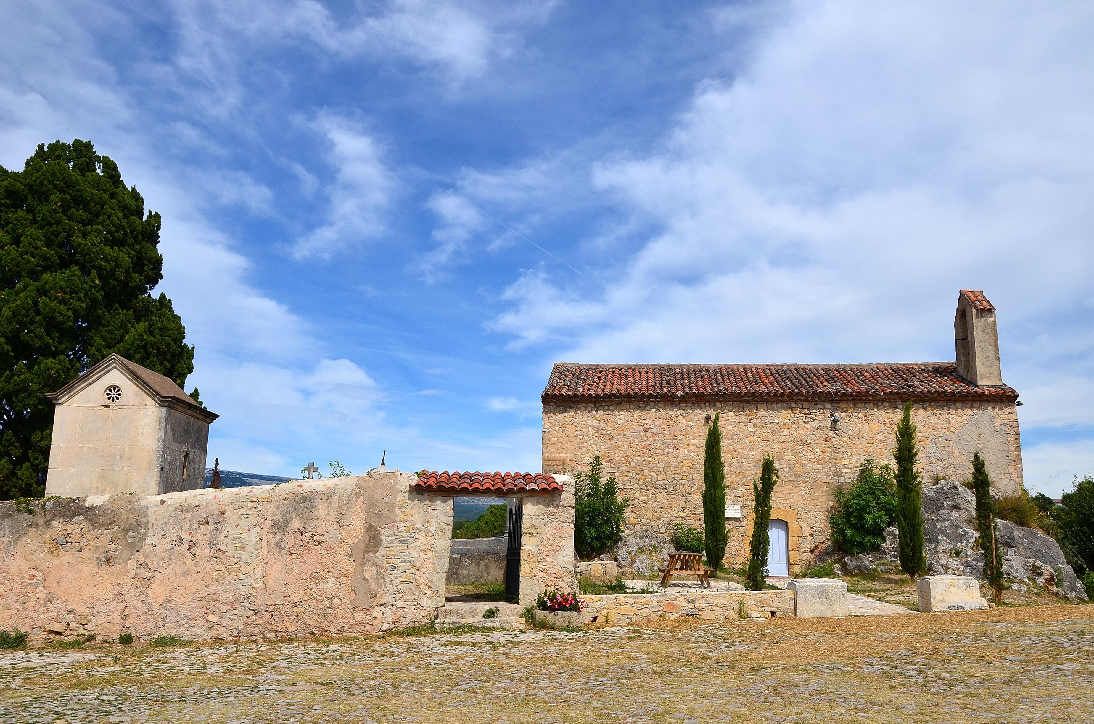 chapelle cimetière et aire