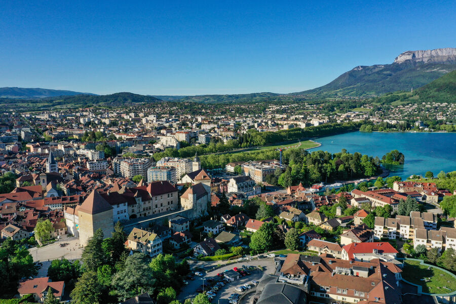 Discover old Annecy : guided tour