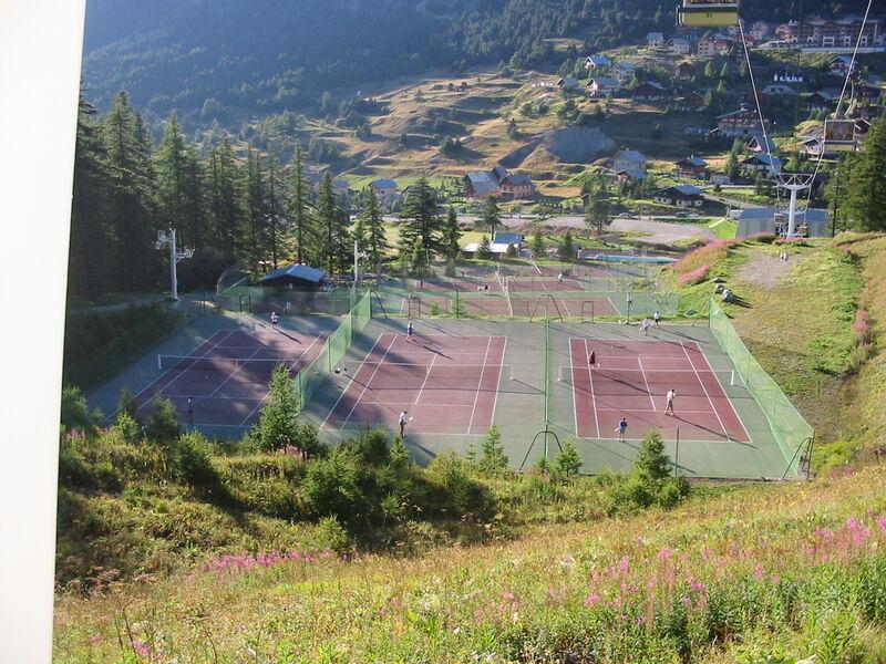 Cours de Tennis - Office de Tourisme de Montgenèvre