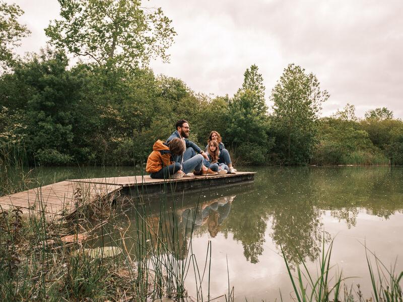 Famille au bord du lac de Frace