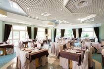 villamarlioz-restaurantladentduchat-salle-aixlesbainsrivieradesalpes