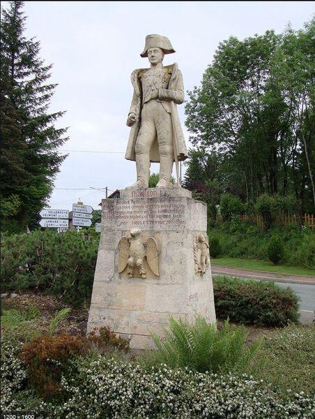 Statue de Napoléon au col des Echarmeaux