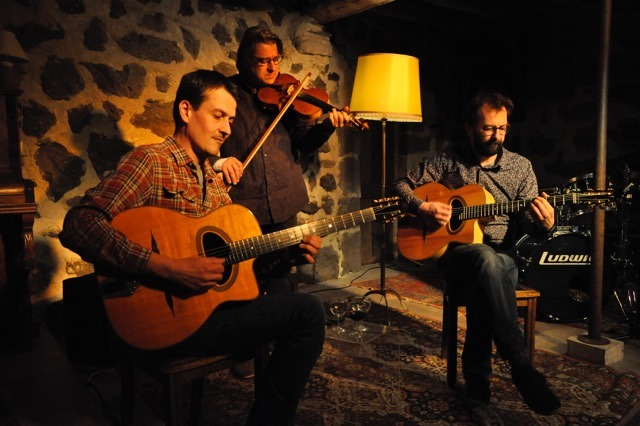Rendez-vous futés ! : Apéro-concert avec le trio Les Cousins (jazz manouche)