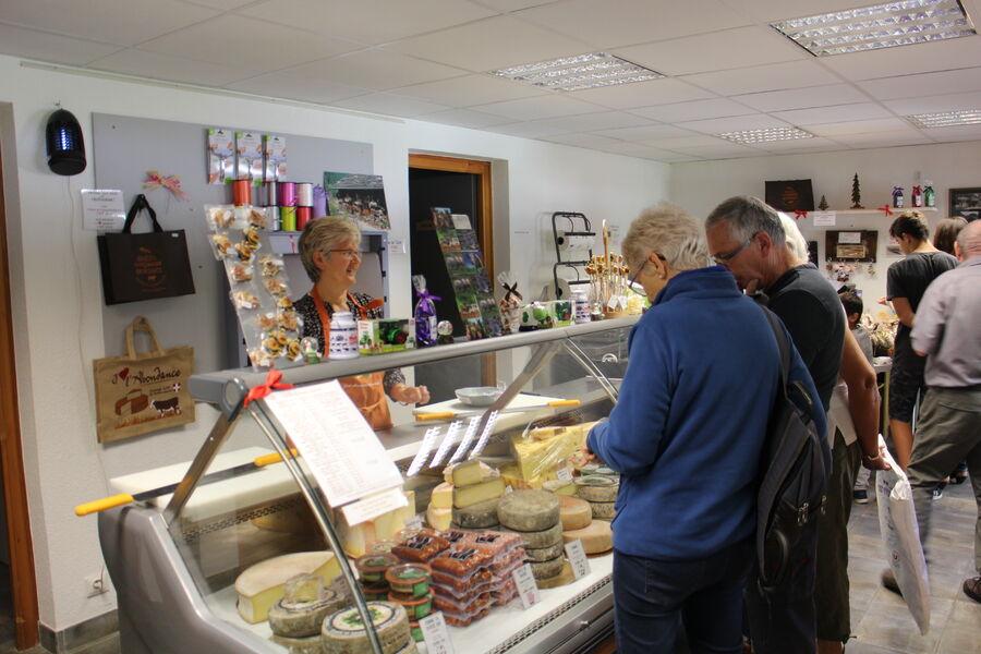Boutique: vente de fromage et de produits locaux