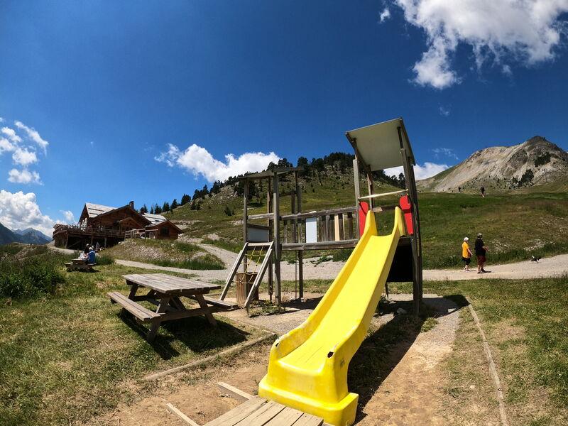 Aire de jeux du Chalvet - Structure - Office de Tourisme de Montgenèvre