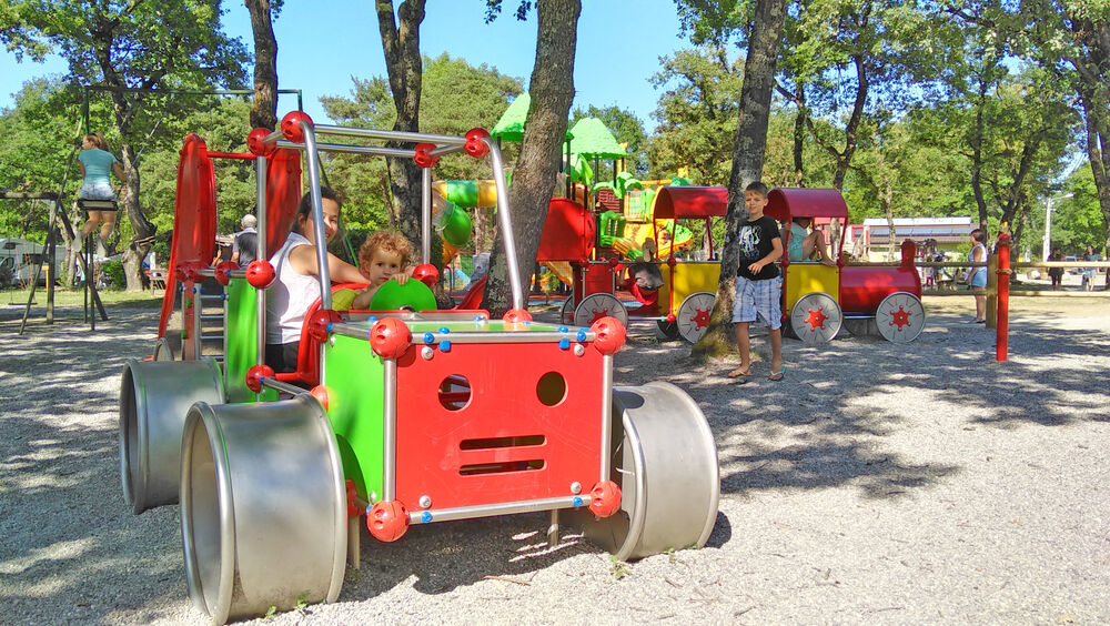 Jeux-enfants-Camping-Saint-Disdille