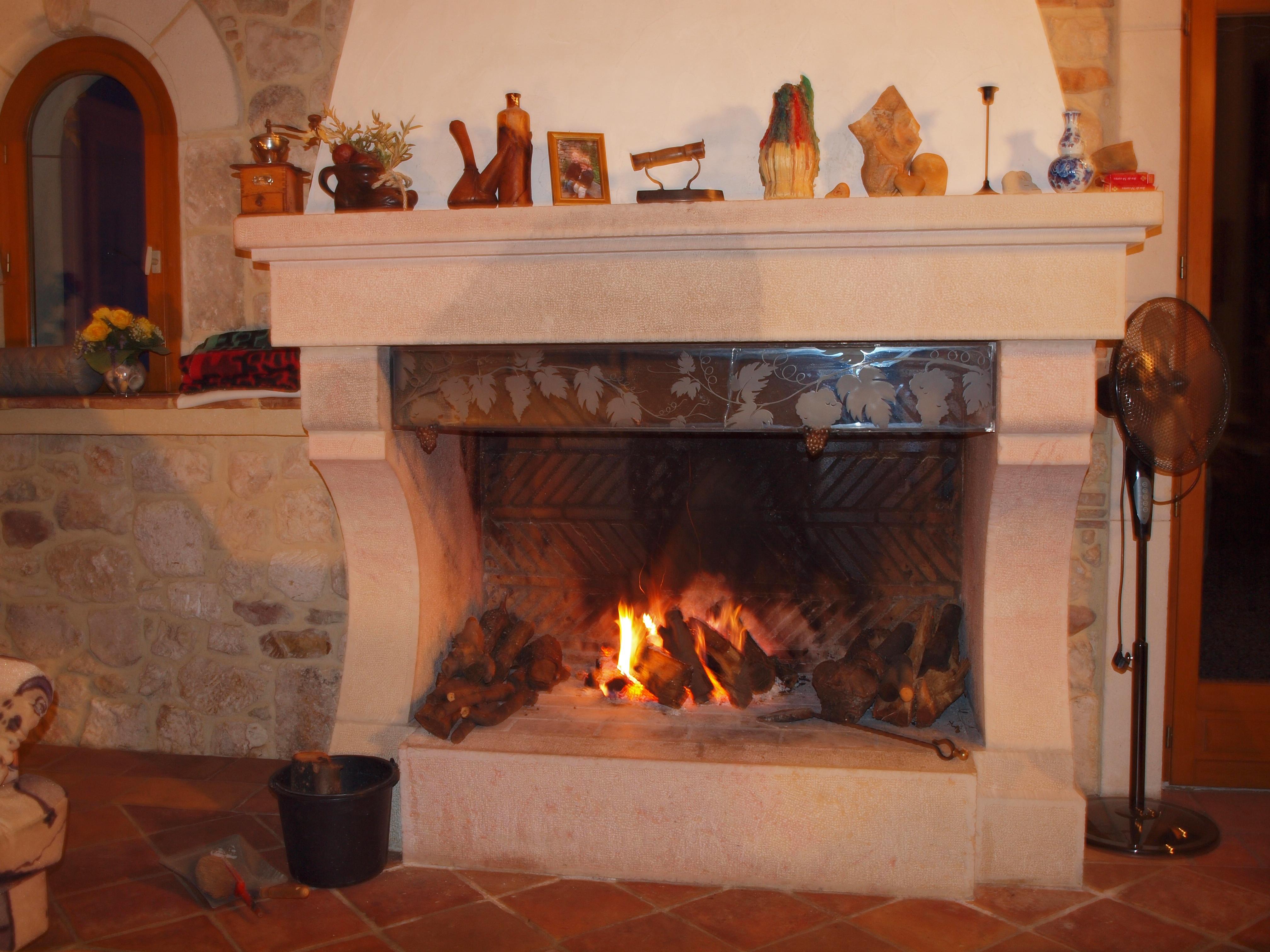 cheminee interieur feu de bois
