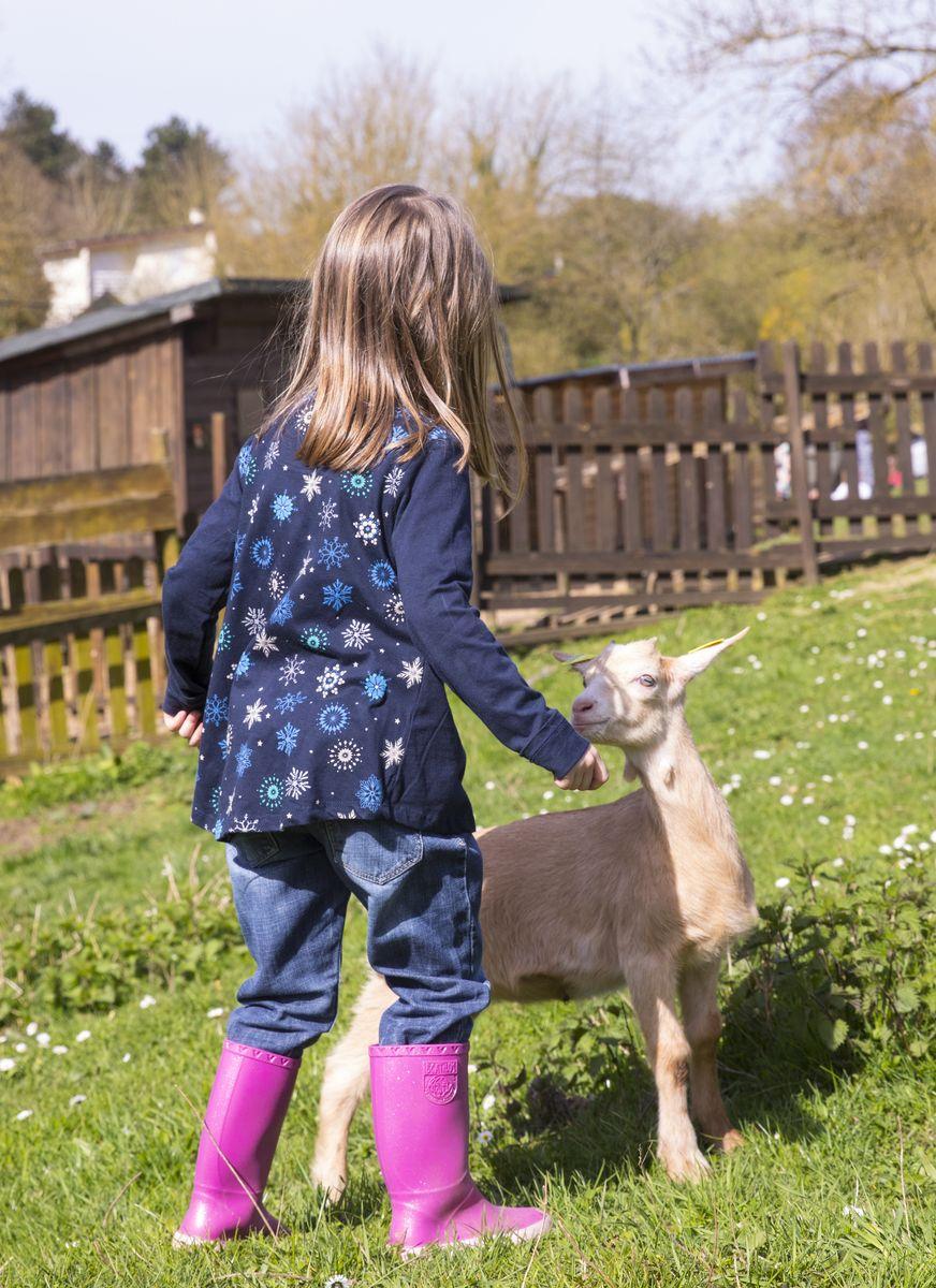 Ferme Bel Air Petite fille et chèvre
