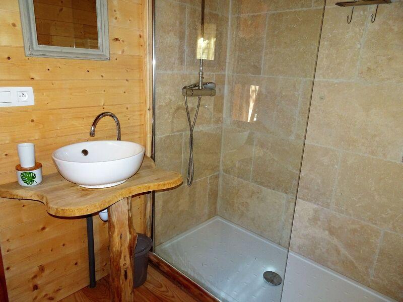 Cabane dans les arbres - Salle de bain - Office de Tourisme de Montgenèvre