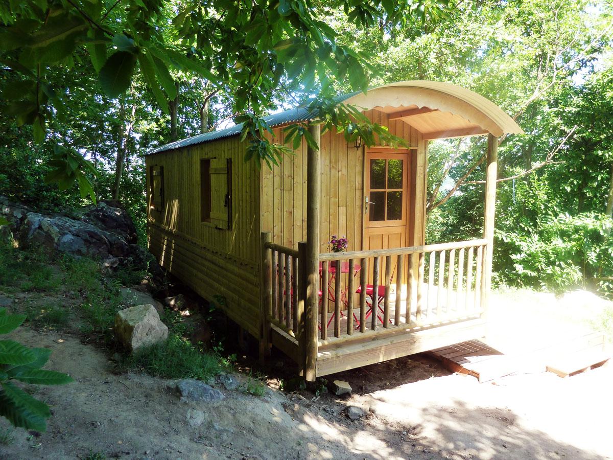 Hébergements insolites et enchanteurs en Ardèche Buissonnière. : La Roulotte du Folastère