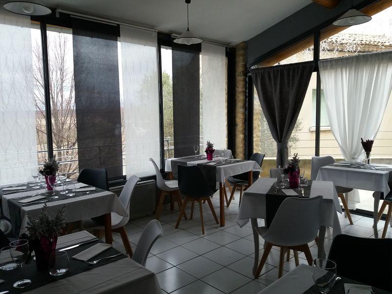 Salle de restaurant Les Lavandins