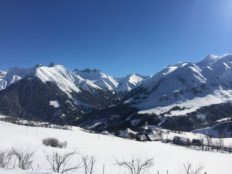 Snowshoeing hikes guide around the village