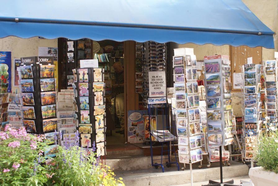 Press store - Outside - Sophie Delsanti