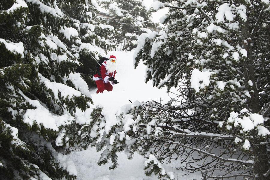 Le Père Noël sur les skis