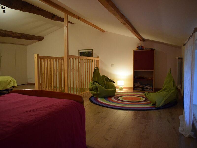 Chambre dortoir espace jeux