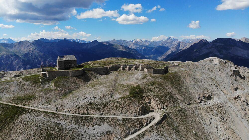 Randonnée - Le Tour des Forts par le TMX des Chalmettes et le TS des Gondrans - Office de Tourisme de Montgenèvre