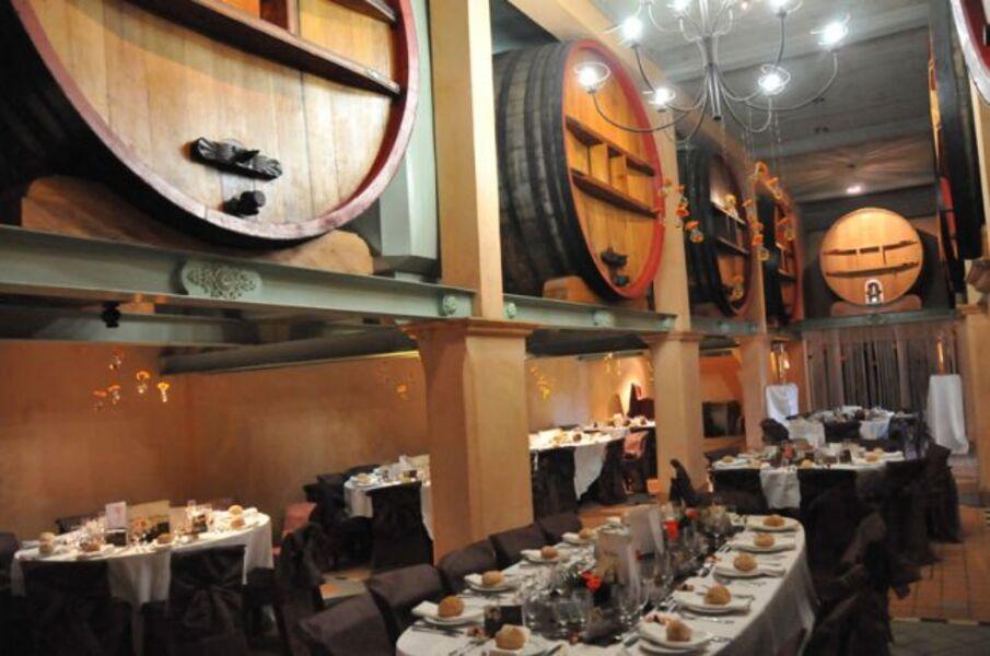 Domaines Bunan - Salle des foudres en configuration réception - Domaines Bunan