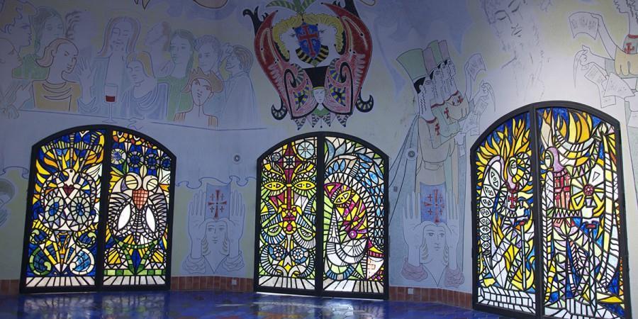 Fréjus - chapelle Cocteau - vue intérieure