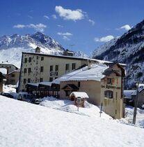 l'hotel sous la neige - @LesAgneaux