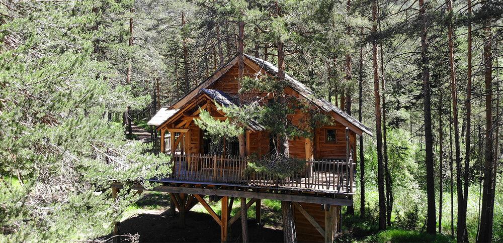 Cabane dans les arbres - Vue extérieur - Office de Tourisme de Montgenèvre