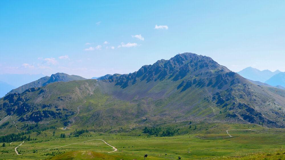 Randonnée - Le sentier géologique du Chenaillet - Mont Chenaillet vue depuis les Gondrans - Office de Tourisme de Montgenèvre