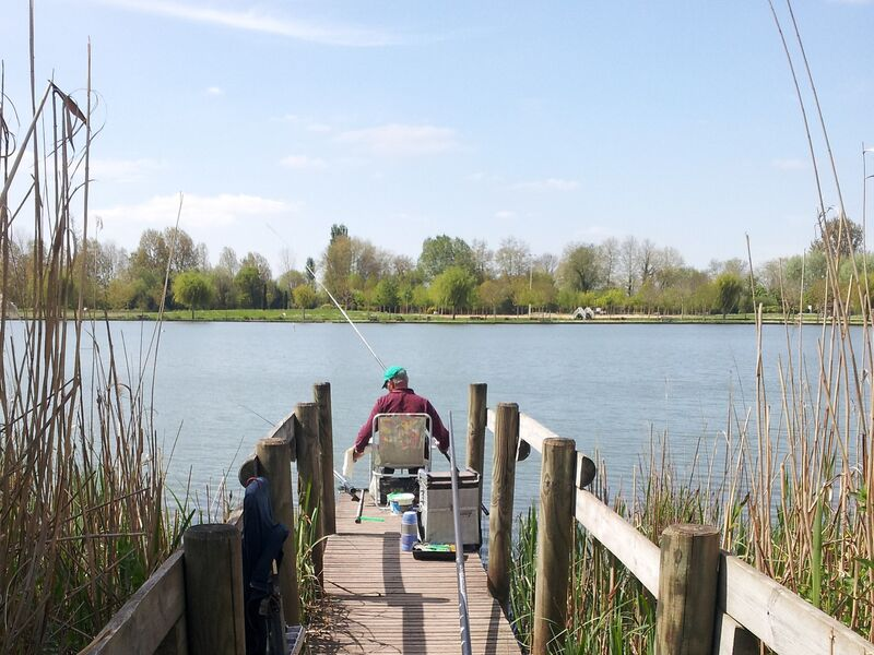 Ponton de pêche au Lac de Frace