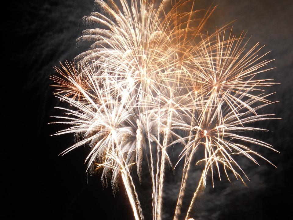 Retraite aux flambeaux, feu d'artifice et bal