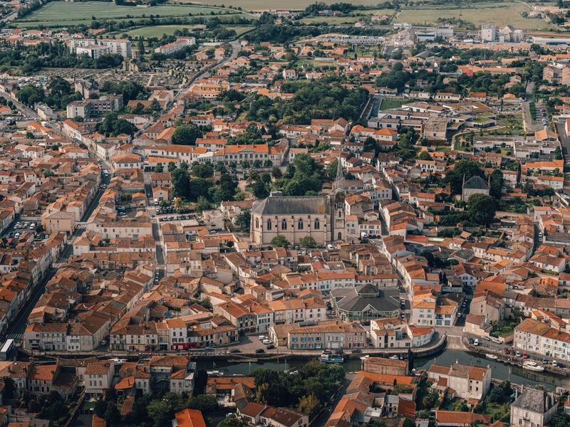 Vue aérienne église Notre-Dame de Marans