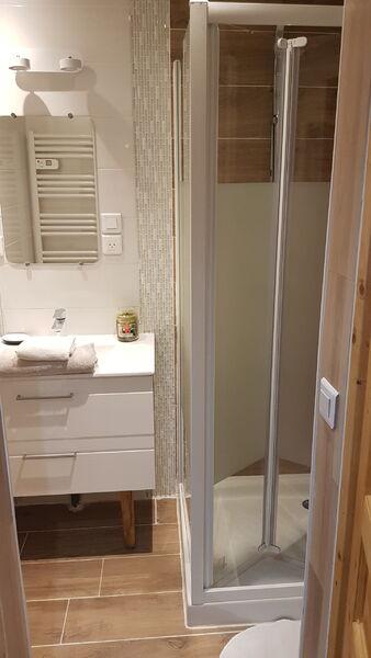 Salle de bain douche appartement orelle