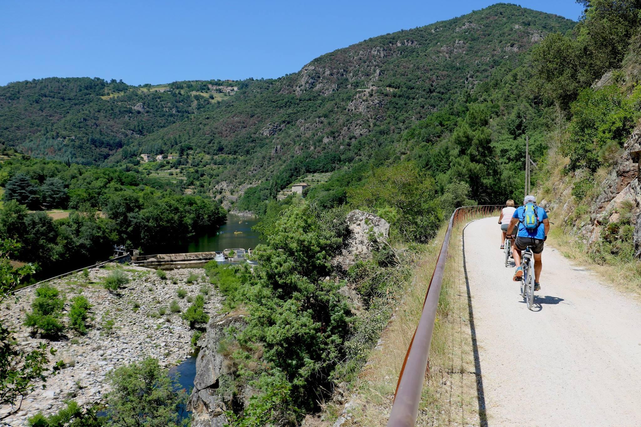 Location de vélos VTT  VTC VAE Ardèche : Location de vélos - Eyrieux Sport