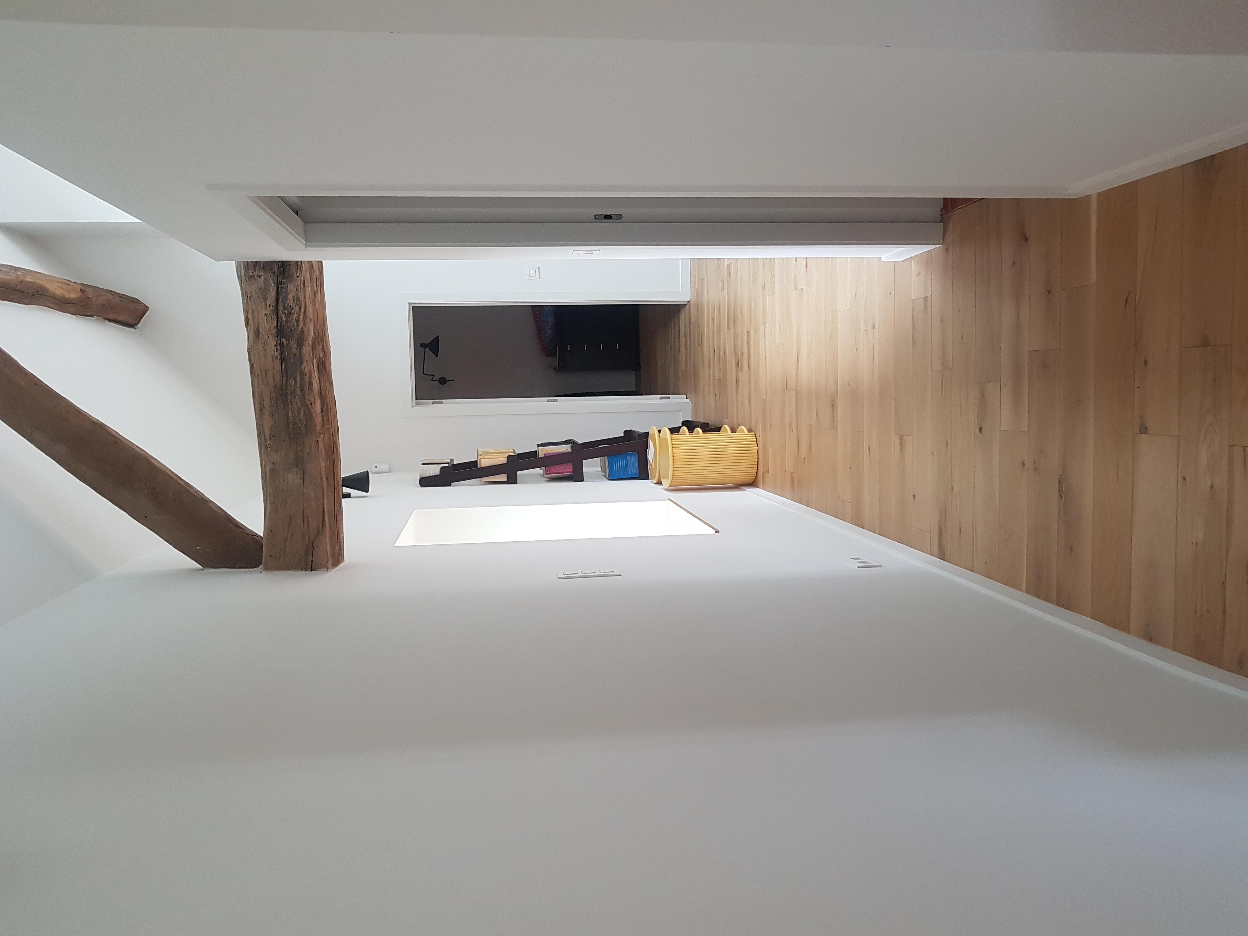 Escalier vers chambre et cuisine/salon