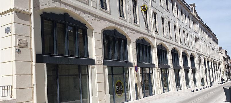 Hôtel B&B <i class=
